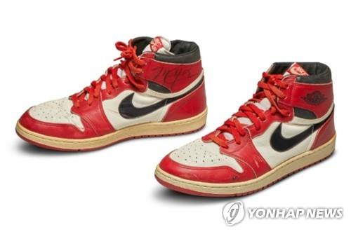 This captured image from the auction house Sotheby's website on May 18, 2020, shows a pair of Michael Jordan's game-worn Nike Air Jordan sneakers from 1985 that fetched a whopping $560,000 at an auction. (PHOTO NOT FOR SALE) (Yonhap)