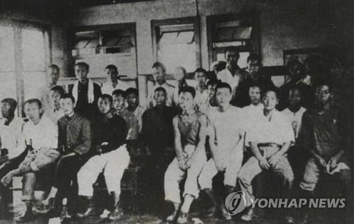 This file photo shows Korean workers forcibly taken to Japan during the Japanese colonial rule of Korea from 1910-45. On Oct. 30, 2018, the Supreme Court upheld a 2013 ruling on damages claims filed by four victims and ordered Nippon Steel & Sumitomo Metal Corp. (NSSM) to pay each victim 100 million won (US$87,720). (Yonhap)