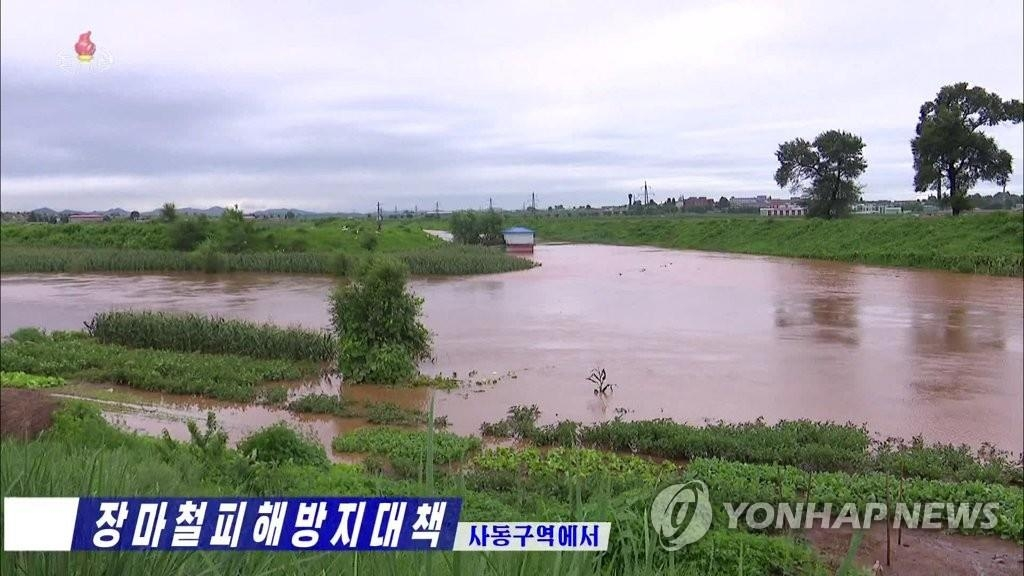 (LEAD) N.K. leader visits flood-damaged village, orders release of reserve grain for victims