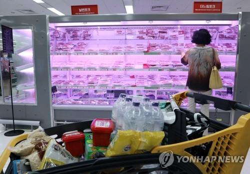 A shopper looks at a section of meat at a grocery store in Seoul on July 2, 2020. (Yonhap)
