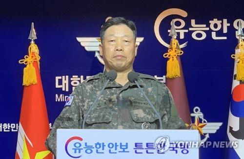 Ahn Young-ho, chief directorate of the Joint Chiefs of Staff, reads a statement in Seoul on Sept. 24, 2020, on North Korea's killing of a South Korean citizen. (Yonhap)