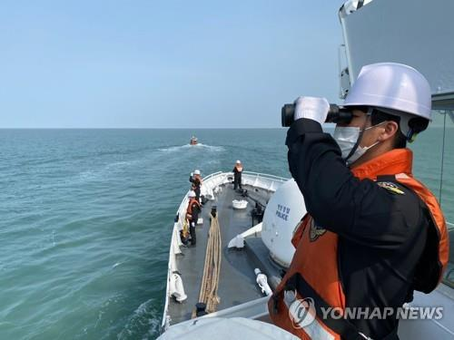 The military and the Coast Guard continue to search for the body of a South Korean fisheries official, who was shot to death by North Korean troops last month, in waters off the western border island of Yeonpyeong on Oct. 3, 2020, in this photo provided by the Coast Guard. (PHOTO NOT FOR SALE) (Yonhap)