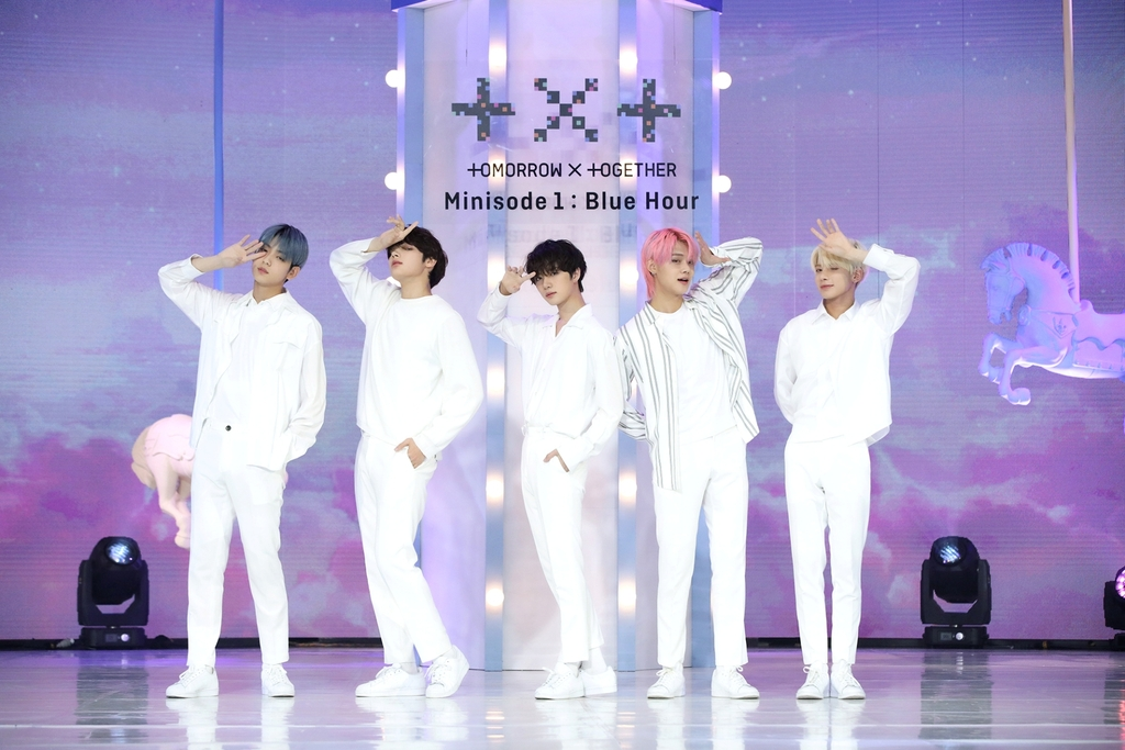 "This photo, provided by Big Hit Entertainment, shows members of Tomorrow X Together performing during a media showcase for the release of its latest album ""Minisode1: Blue Hour"" on Oct. 26, 2020. (PHOTO NOT FOR SALE) (Yonhap)"