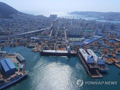 This photo, provided by Daesun Shipbuilding Engineering Co. on Dec. 29, 2020, shows a shipyard of the shipbuilder in Busan, 453 kilometers southeast of Seoul. (PHOTO NOT FOR SALE) (Yonhap)