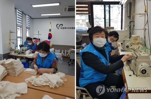 Civic volunteers in Uijeongbu make face masks for distribution to citizens in this photo provided by volunteer Hong Sook-ja. (PHOTO NOT FOR SALE) (Yonhap)