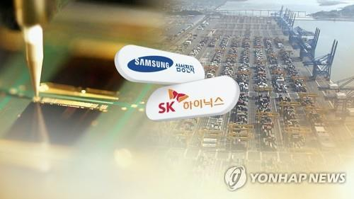 This composite image created by Yonhap News TV shows the corporate logos of South Korean chipmakers Samsung Electronics Co. and SK hynix Inc. (PHOTO NOT FOR SALE) (Yonhap)