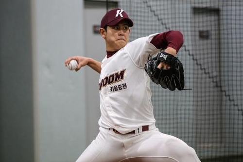 Young KBO pitcher works on mental game, with help from ex-major leaguer uncle