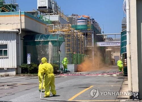 This file photo provided by the Yeongsan River Basin Environmental Office shows a chemical accident drill under way in Gwangju, southwestern South Korea, on June 10, 2020. (PHOTO NOT FOR SALE) (Yonhap)