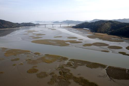 (LEAD) S. Korea's tidal flats deferred in world heritage preliminary review