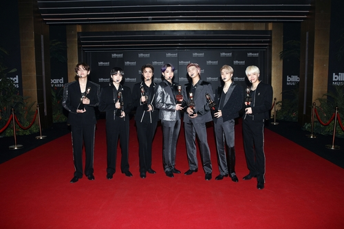In this photo provided by Big Hit Music, BTS poses after winning an award at this year's Billboard Music Awards on May 23, 2021. (PHOTO NOT FOR SALE) (Yonhap)
