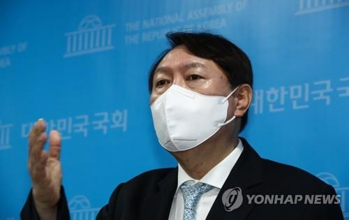 Ex-Prosecutor General Yoon Seok-youl responds to a media question at the National Assembly in Seoul on June 30, 2021. (Yonhap)