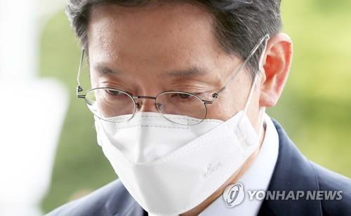 South Gyeongsang Province Gov. Kim Kyoung-soo heads to his office in Changwon, South Korea, on July 21, 2021. (Yonhap)