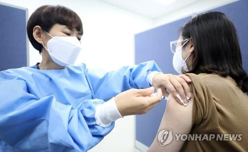 A woman receives a COVID-19 vaccine shot at a medical facility in Cheongju on Sept. 17, 2021 as the country has achieved its goal of inoculating over 70 percent of the country's population earlier than scheduled amid its accelerating vaccination drive. (Yonhap)