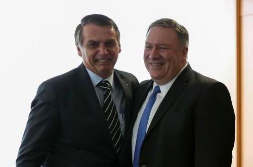 지난 1일 보우소나루 대통령(왼쪽) 취임식에 참석한 폼페이오 장관 [국영 뉴스통신 아젠시아 브라질]