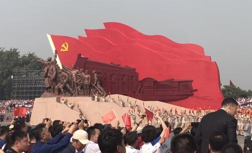 1일 베이징 톈안먼(천안문) 앞에서 건국 70주년 기념 퍼레이드가 열리고 있다. (베이징=연합뉴스) 김윤구 특파원
