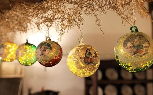 (가평=연합뉴스) 쁘띠프랑스는 다음달 1일부터 내년 2월 29일까지 어린왕자 별빛 축제를 열면서 이탈리아에서 100년 전 제작된 형형색색의 구슬을 설치, 겨울밤 낭만을 연출한다. 2019.11.27 [쁘띠프랑스 제공. 재판매 및 DB 금지]