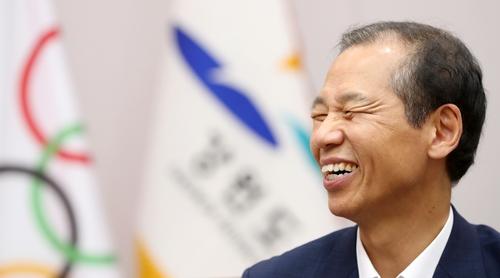 인터뷰하는 최문순 강원도지사