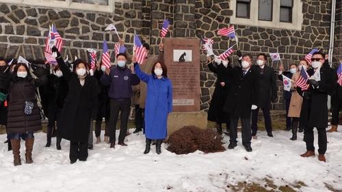 뉴저지주 위안부 기림비 앞에서 램지어 교수 논문 철회 궐기대회를 연 한인단체들