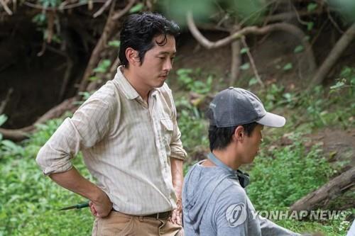 영화 '미나리' 주연 스티븐 연(왼쪽)과 정이삭 감독(오른쪽)