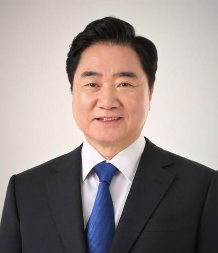 이석현 민주평화통일자문회의 수석부의장