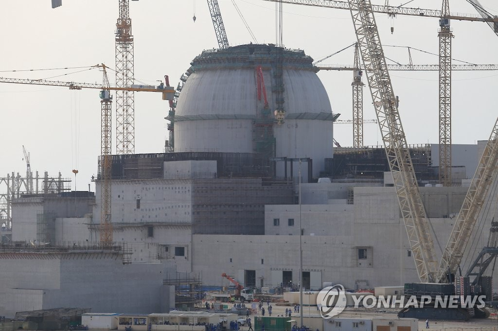 Shown in the file photo provided by the Korea Electric Power Corporation (KEPCO) on March 29, 2016, shows the construction site of the Barakah nuclear plant located 270 kilometers west of Abu Dhabi. (PHOTO NOT FOR SALE) (Yonhap)