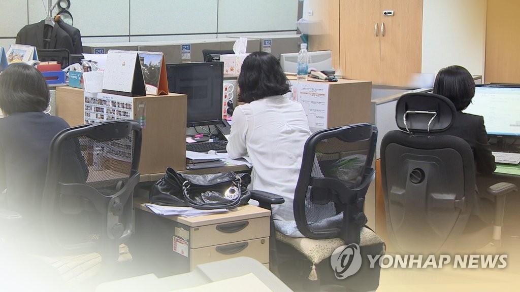 경단녀 줄이려면…취업조건 보조금, 임금격차 완화 필요 (CG)