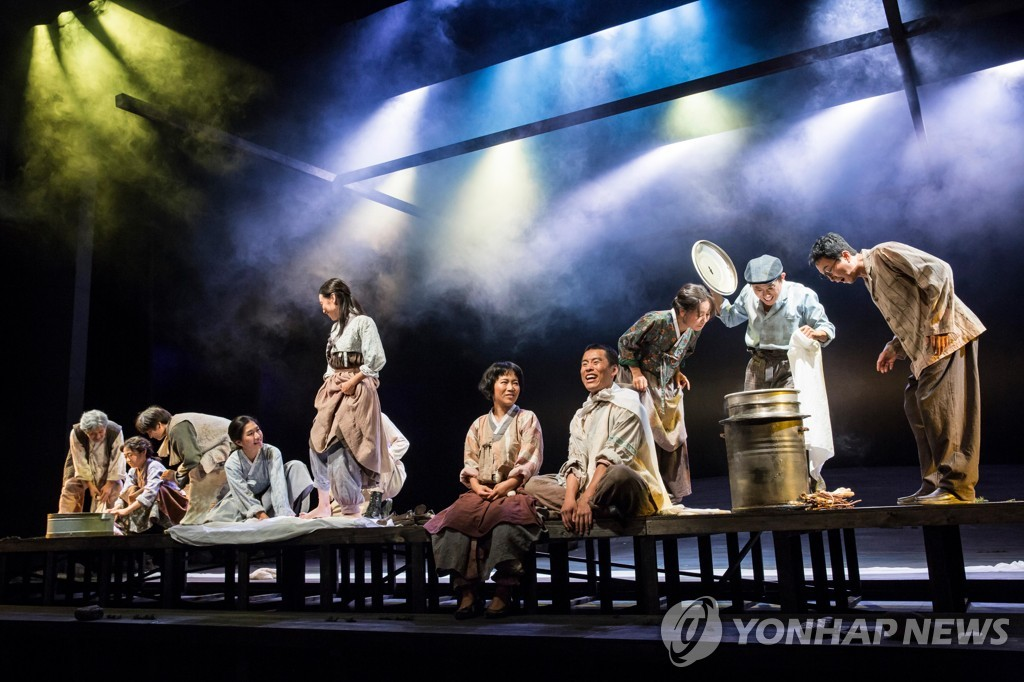 "This image, provided by the Korean National Opera, shows a scene from play ""1945"" staged by the National Theater Company of Korea in 2017. (PHOTO NOT FOR SALE) (Yonhap)"
