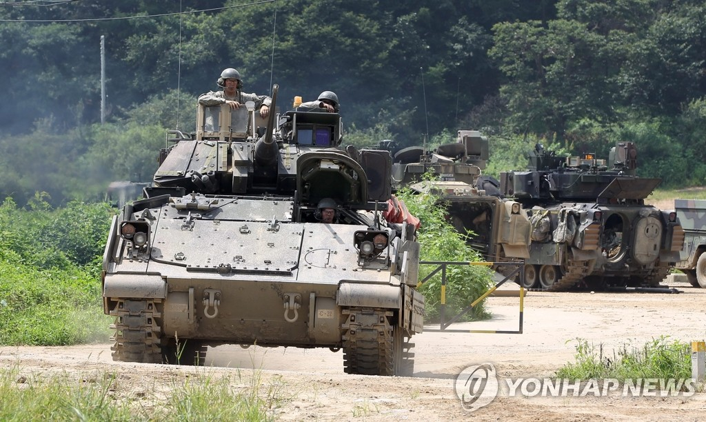 epa03832011 US soldiers of the 2nd Division and Bradley Infantry Fighting Vehicle (IFV), participate in the South Korean and US military forces joint 'Ulchi Freedom Guardian (UFG)' exercises in Ilsan-City in Gyeonggi-do, South Korea, 21 August 2013. The drills involve an estimate 50,000 South Korean troops and 30,000 US soldiers, of which about 3,000 are from overseas bases. EPA/JEON HEON-KYUN