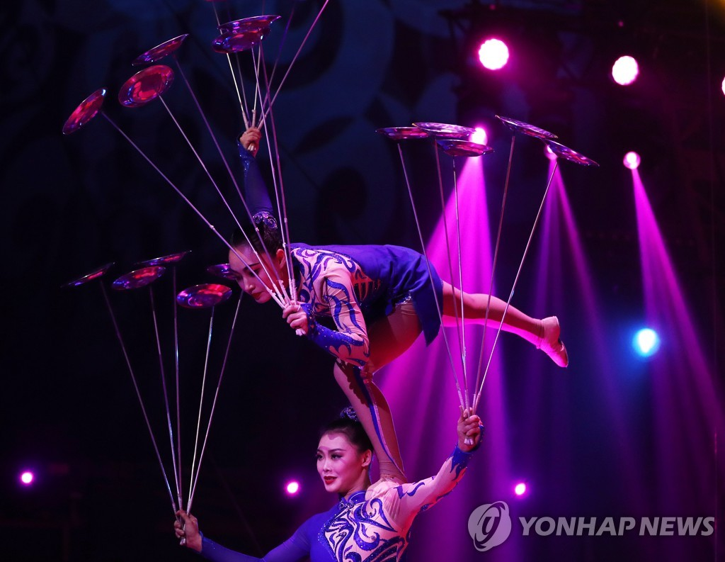 MONACO-MONTE-CARLO INTERNATIONAL CIRCUS FESTIVAL-CHINESE ACROBATS