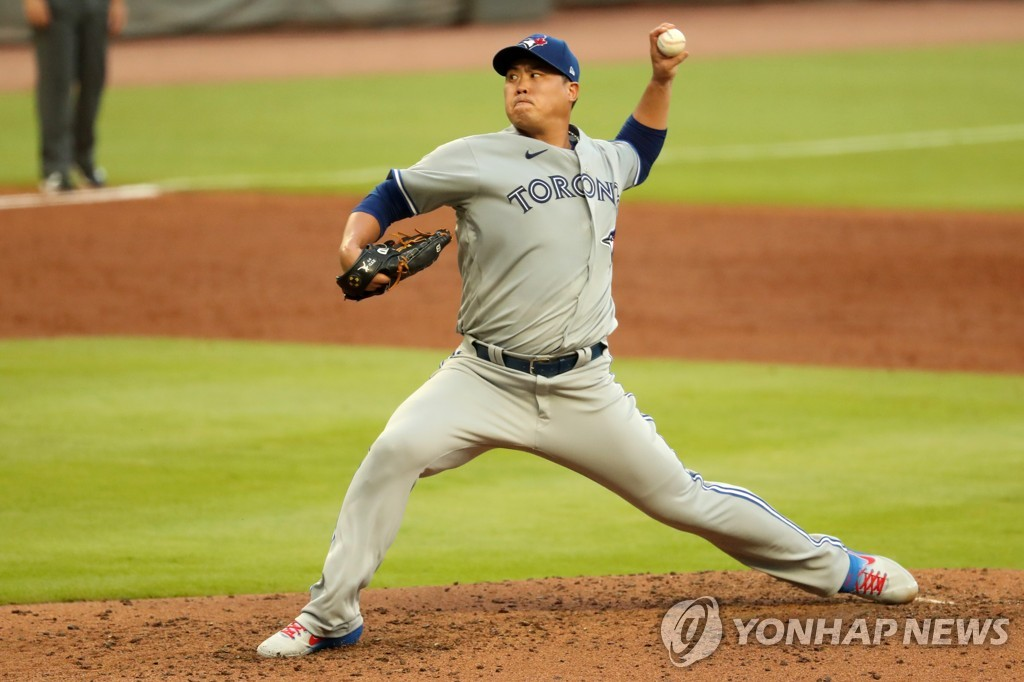 In this Jason Getz-USA TODAY Sports photo, Toronto Blue Jays starting pitcher Ryu Hyun-jin delivers a pitch in a Major League Baseball regular season game against the Atlanta Braves at Truist Park in Atlanta on Aug. 5, 2020 (local time). (Yonhap)