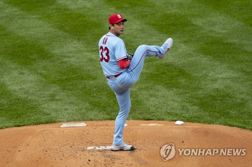 Cardinals' Kim Kwang-hyun allows 3 runs in 3 innings in his 2021 season debut