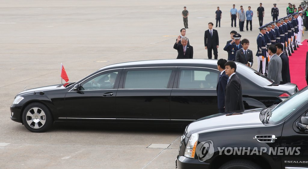 (2nd LD) Chinese leader Xi arrives in S. Korea for summit with Park6
