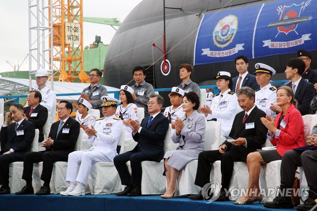 President Moon Jae-in (front row, fourth from L) celebrates the launch of the Dosan Ahn Chang-ho, a 3,000-ton diesel-powered submarine, in a launch ceremony held in Geoje, South Korea, on Sept. 14, 2018. (Yonhap)