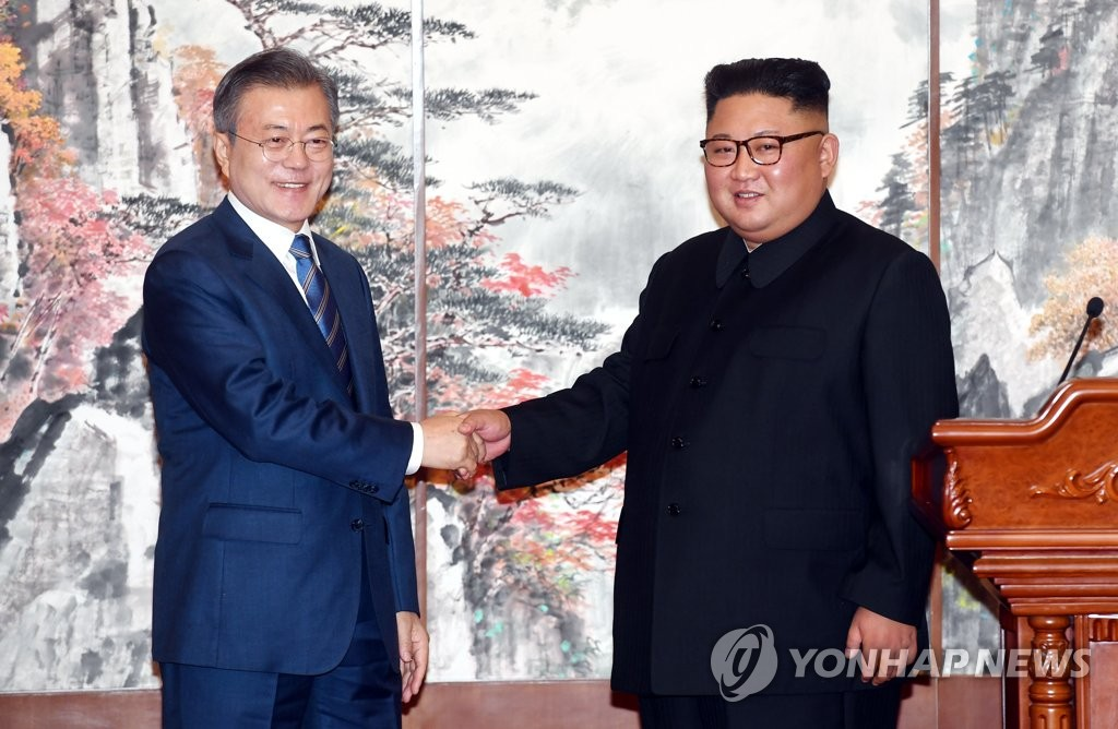 South Korean President Moon Jae-in (L) and North Korean leader Kim Jong-un shake hands after signing a joint declaration following their summit talks in Pyongyang on Sept. 19, 2018. (Yonhap)