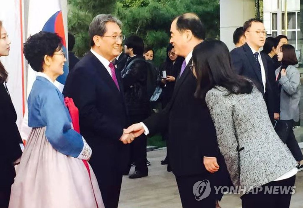 (LEAD) Chinese official attends reception at S. Korean envoy's residence