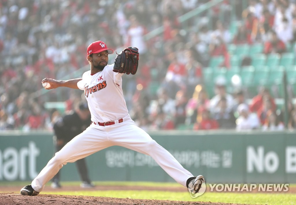 In this file photo from Nov. 10, 2018, Angel Sanchez of the SK Wyverns throws a pitch against the Doosan Bears in the top of the sixth inning of Game 5 of the Korean Series at SK Happy Dream Park in Incheon, 40 kilometers west of Seoul. (Yonhap)