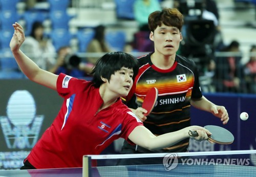 (LEAD) Unified Korean ping pong team wins 1st match at major tourney to take on S. Koreans