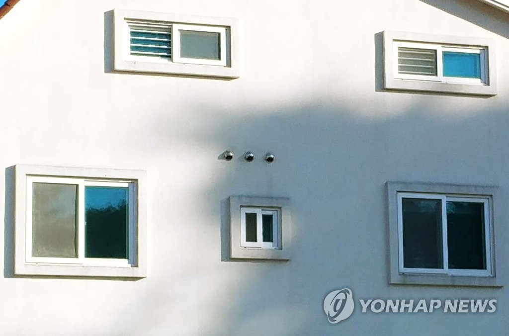 This photo shows the pension in Gangneung, 230 kilometers east of Seoul, where three high school students were found dead and seven others unconscious on Dec. 18, 2018. Police suspect inadequate ventilation from a gas boiler caused carbon monoxide poisoning. (Yonhap)