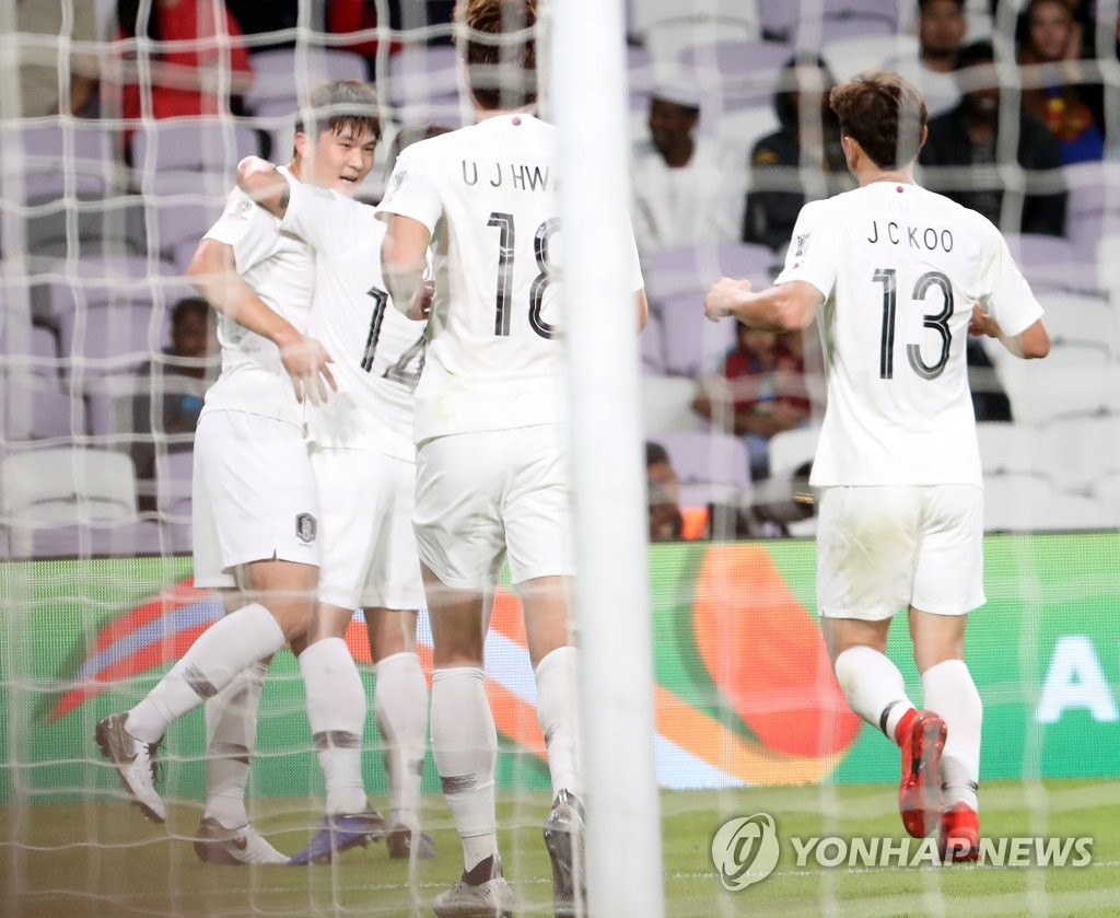 South Korea's Kim Min-jae (L) is congratulated by his teammates after scoring a goal against Kyrgyzstan in a Group C match at the AFC Asian Cup at Hazza bin Zayed Stadium in Al Ain, the United Arab Emirates, on Jan. 11, 2019. (Yonhap)