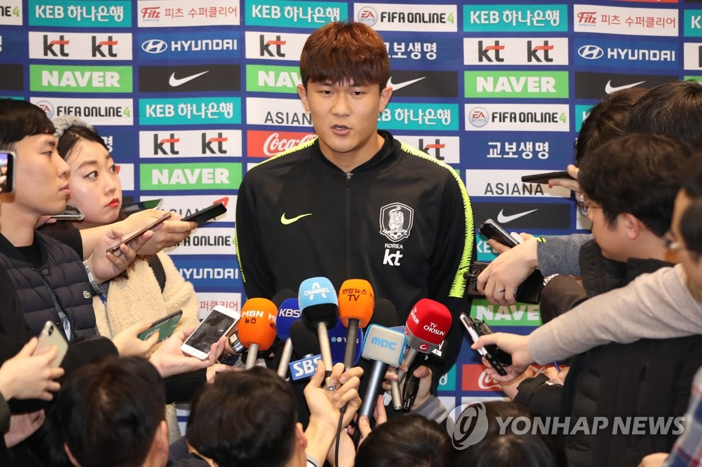 South Korea national football team defender Kim Min-jae (C) speaks to reporters at Incheon International Airport in Incheon on Jan. 28, 2019, after returning from the 2019 AFC Asian Cup in the United Arab Emirates. (Yonhap)