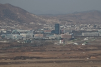 (LEAD) S. Korea in talks with N.K. about businesspeople's Kaesong trip: minister