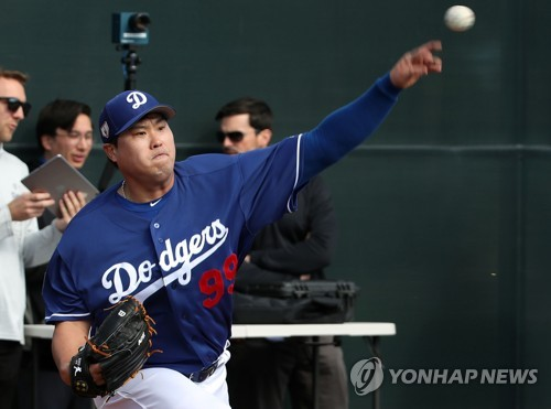 Dodgers' Ryu Hyun-jin in spring training workout