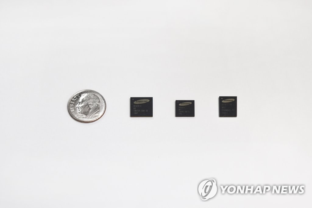 This photo provided by Samsung Electronics Co. on Feb. 22, 2019, shows Radio Frequency Integrated Circuit (RFIC) chips for 5G networks. (Yonhap)