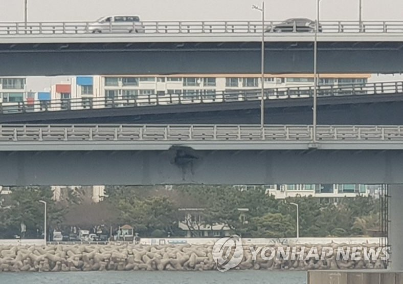 This photo provided by the Korea Coast Guard shows the damage to the Gwangan Bridge in Busan, 450 kilometers southeast of Seoul, inflicted by the Russian cargo ship Seagrand following a collision on Feb. 28, 2019. (Yonhap)