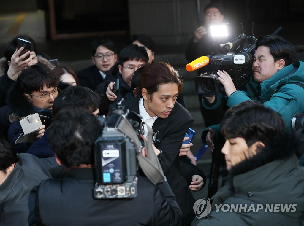 Singer Jung Joon-young leaves the Seoul Metropolitan Police Agency on March 15, 2019, after undergoing police questioning over alleged filming and sharing of sex tapes. (Yonhap)