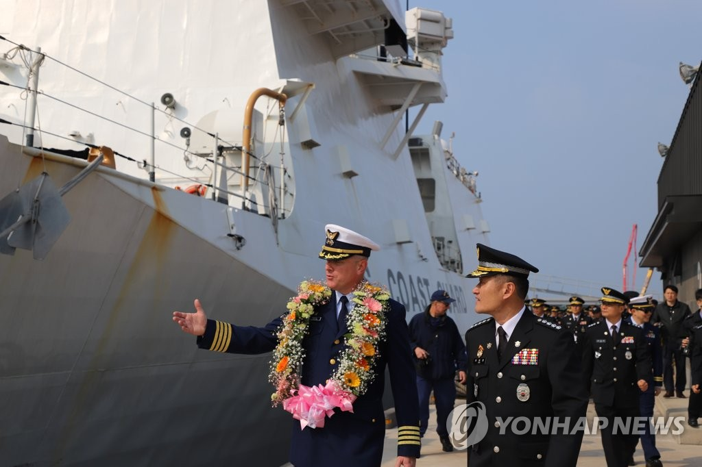 U.S. Coast Guard cutter comes to Jeju for joint drill