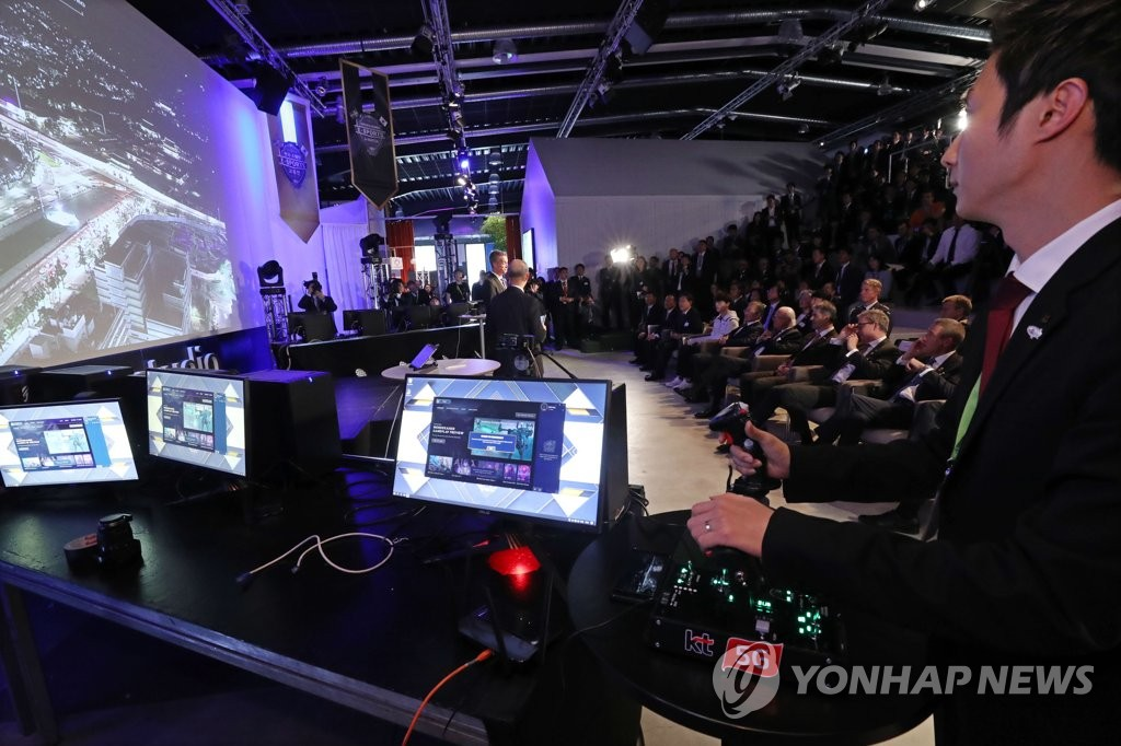 South Korean President Moon Jae-in participates in a 5G demo event in Stockholm, together with Swedish leaders, on June 14, 2019. (Yonhap)