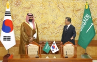 Moon, Saudi crown prince discuss global response to drone attack on oil facilities