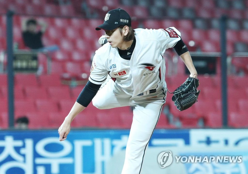 In this file photo from July 2, 2019, Rhee Dae-eun of the KT Wiz throws a pitch against the Samsung Lions in the top of the ninth inning of a Korea Baseball Organization regular season game at KT Wiz Park in Suwon, 45 kilometers south of Seoul. (Yonhap)