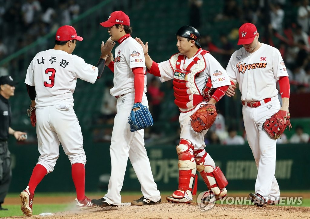 Players of the SK Wyverns celebrate their 10-4 victory over the LG Twins in a Korea Baseball Organization regular season game at SK Happy Dream Park in Incheon, 40 kilometers west of Seoul, on July 16, 2019. (Yonhap)